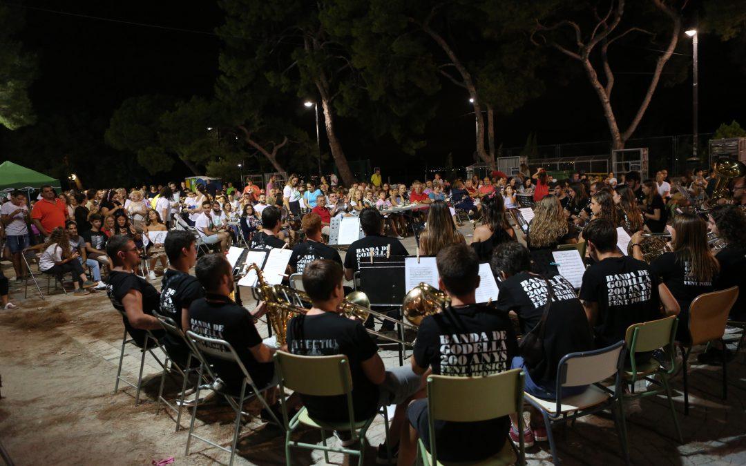 El Casino Musical fa ballar al poble de Godella en la vuitena edició de la seua festa 100×100