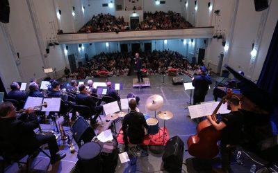 La big band ompli el Capitolio per oferir un concert de Nadal solidari amb l'associació Amics de Don Ursi