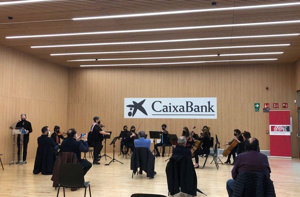 L'orquestra del Casino Musical de Godella decora amb la seua música la nova seu de la FSMCV